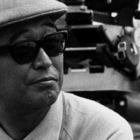 Akira Kurosawa avec des lunettes de soleil