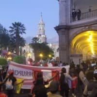 1000 manifestants à Arequipa réclament le départ du président Merino