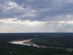 Vue du fleuve depuis le mirador du Raudal