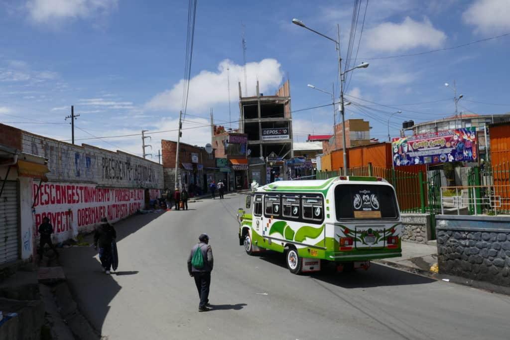 Rue d'El Alto avec transport public
