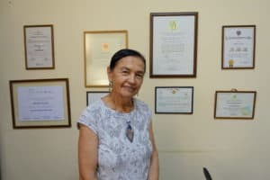 Ruth Shady Soli debout diplôme