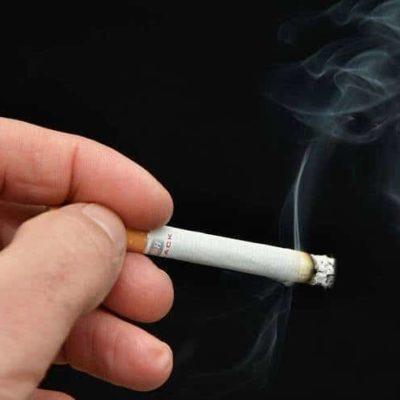 Ouvrons le rideau de fumée : fumer dans les lieux publics