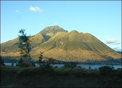 Lac San Pablo d'où on peut voir la montagne Imbabura