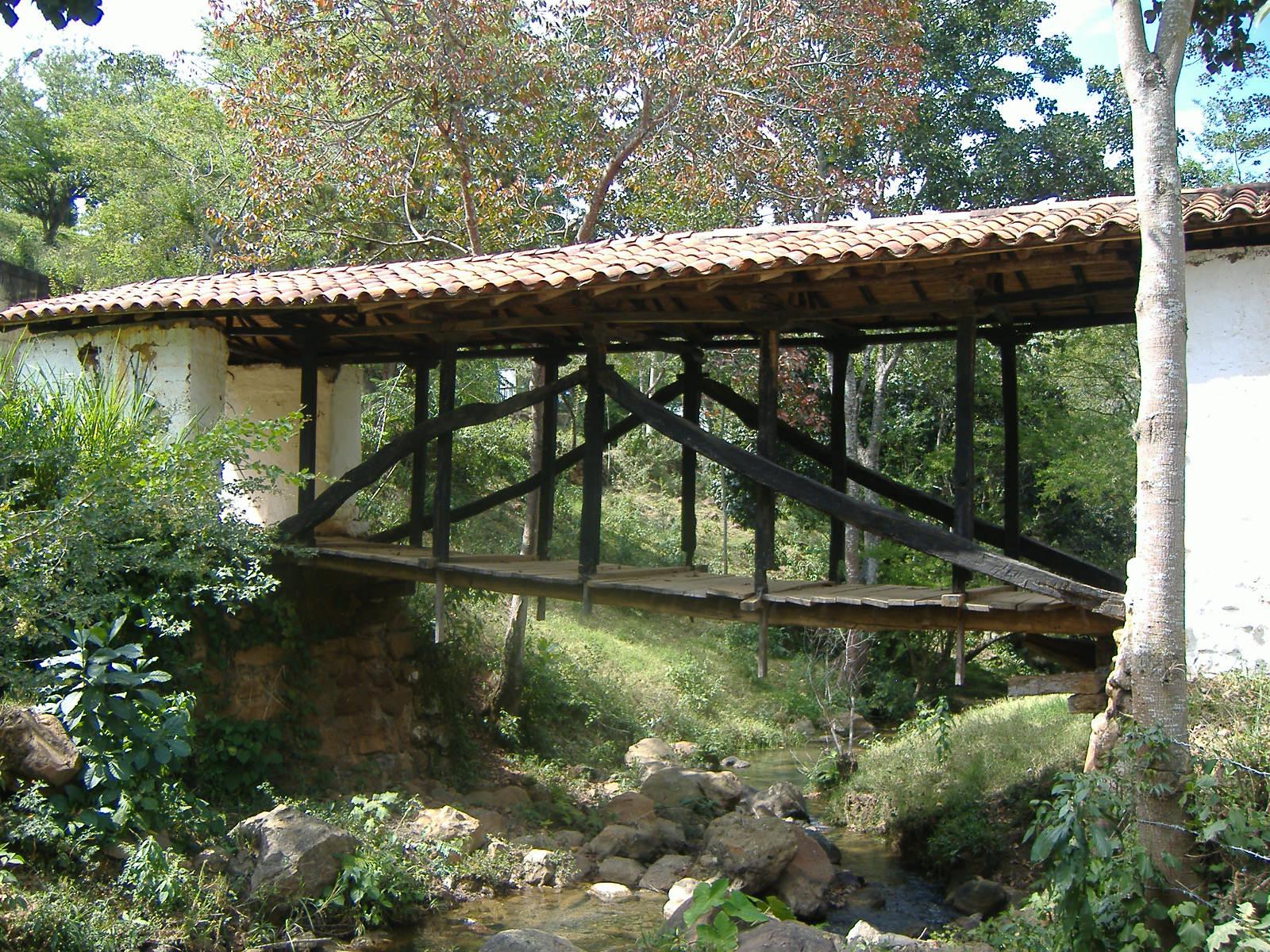 pont colonial, San Gial