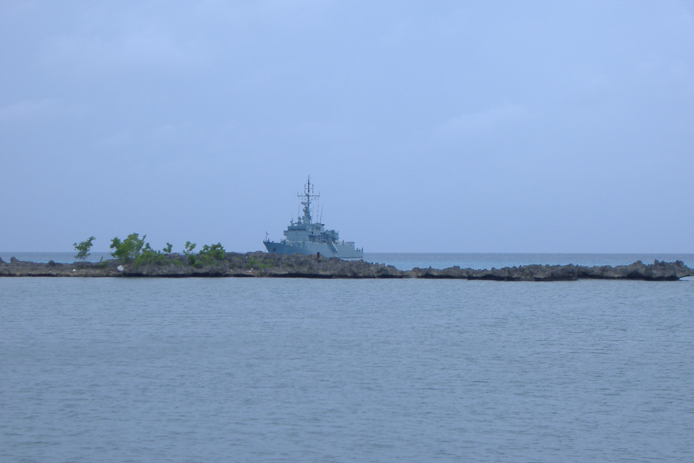 bateau-de-guerre-au-large-de-san-andres.JPG